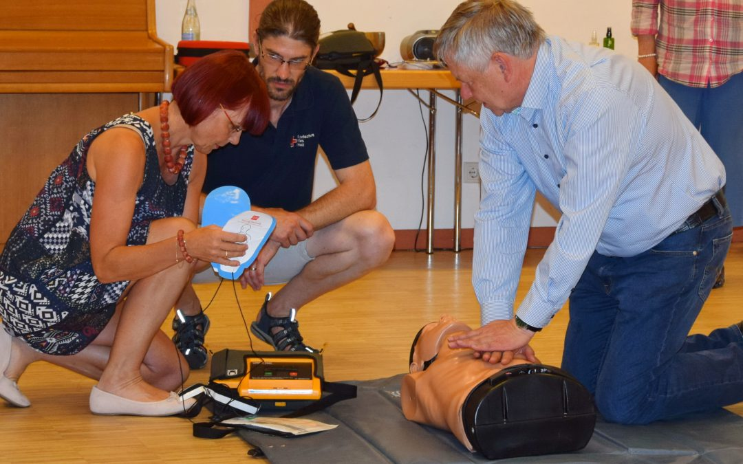 MdL Karl Freller und die CSU Schwabach werben für die regelmäßige Auffrischung von Erste-Hilfe-Kursen