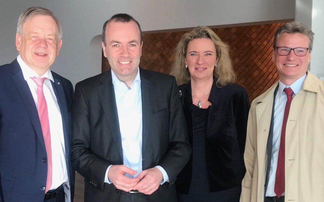 Landtagsvize Freller und Europa-Spitzenkandidat Manfred Weber auf der gemeinsamen Parteivorstandssitzung von CSU und CDU