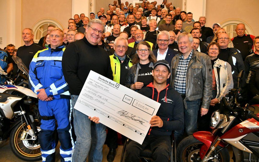 Vizepräsident Karl Freller begrüßte die Motorradgruppe des Bundes im Bayerischen Landtag