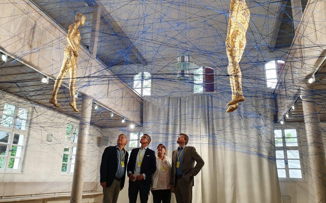 """Schwabacher Kunsttage """"Ortung"""" – OB-Kandidaten König und Dr. Fraas mit Freller bei der Kunstbiennale in der Goldschlägerstadt"""