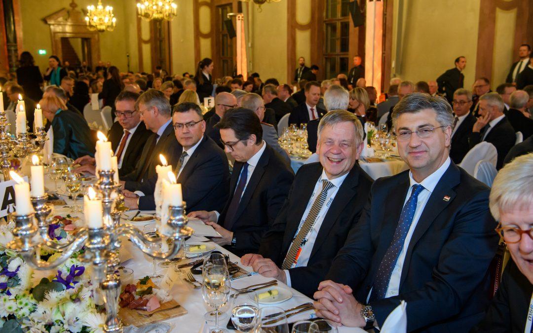 Freller am Ehrentisch der Sicherheitskonferenz