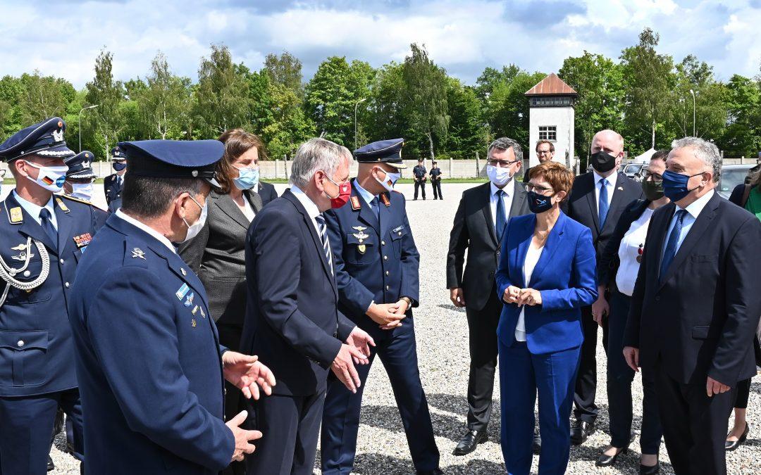 Hochrangige israelische Delegation besuchte mit Bundesverteidigungsministerin Kramp-Karrenbauer die KZ-Gedenkstätte Dachau